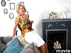 Mature mom Diana Gold is good in the kitchen and in the bedroom.